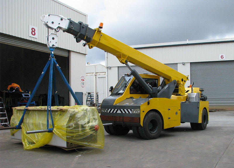 Features and Specifications | TIDD Crane - 25t Pick and Carry | TRT